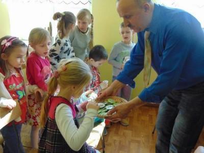 przedszkolaki-z-misia-uszatka-w-naszym-ognisku24